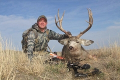 BMB34, Mark Kayser with Pope and Young mule deer shot with Mathews Reezen, copyright Mark Kayser (2) edit