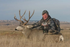 BMB36, Mark Kayser with bowkilled mule deer in South Dakota, copyright Mark Kayser #2