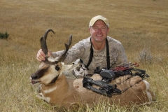 AA204, Mark Kayser with a pronghorn taken with the Mathews Halon 32 at 20 yards, copyright Mark Kayser edt